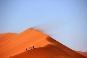 desert-hiking-hot-3853-525x350